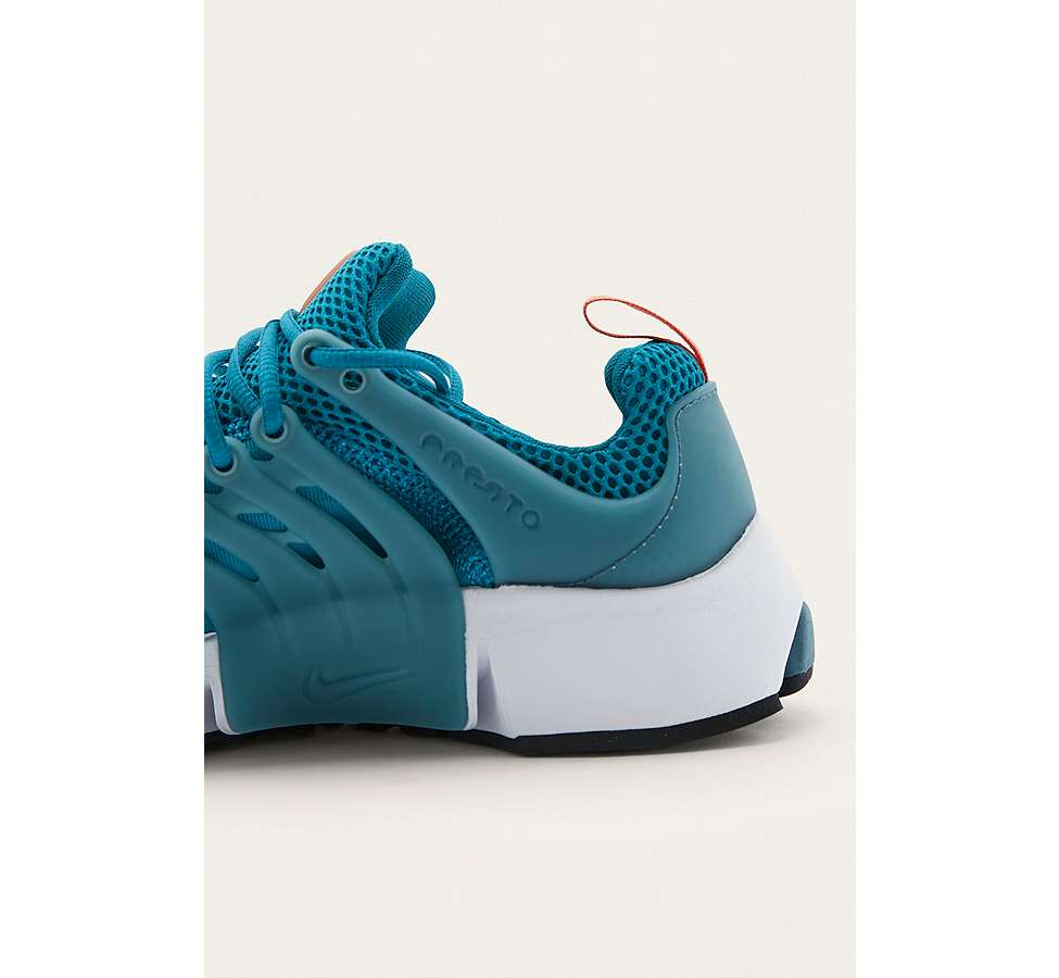 Slide View: 3: Nike Air Presto Essential Trainers