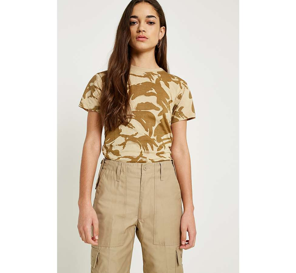 "Slide View: 3: Urban Renewal Vintage Surplus – T-Shirt ""British"" in Desert-Camouflage"
