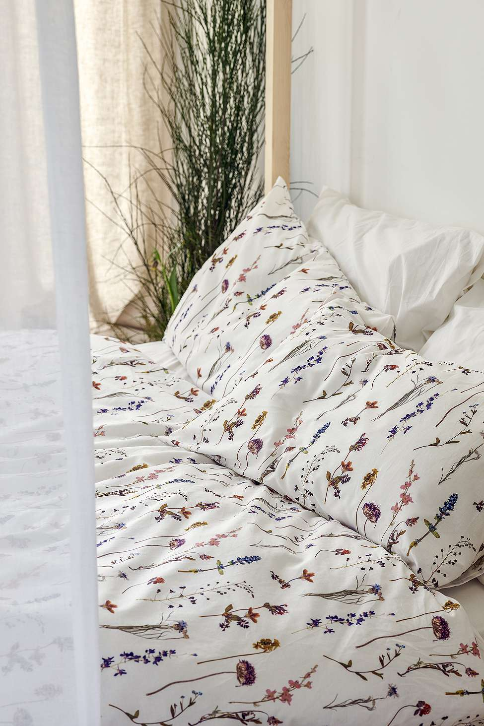 Pressed Flowers Duvet Cover Set Urban Outfitters Uk