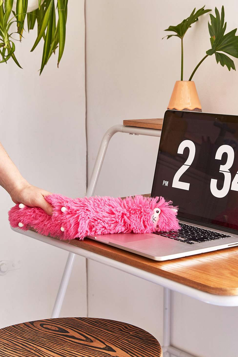 Slide View: 2: Llama Desk Duster