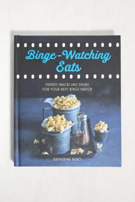Binge-Watching Eats: Themed Snacks And Drinks For Your Next Binge Watch par Katherine Bebo - Urban Outfitters - Modalova