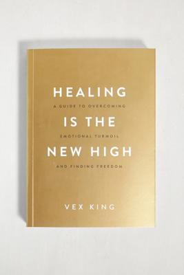Healing Is The New High: A Guide To Overcoming Emotional Turmoil And Finding Freedom par Vex King - Urban Outfitters - Modalova