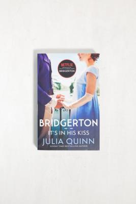 It's In His Kiss: Bridgerton Book 7 par Julia Quinn - Urban Outfitters - Modalova