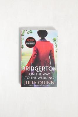 On The Way To The Wedding: Bridgerton Book 8 par Julia Quinn - Urban Outfitters - Modalova