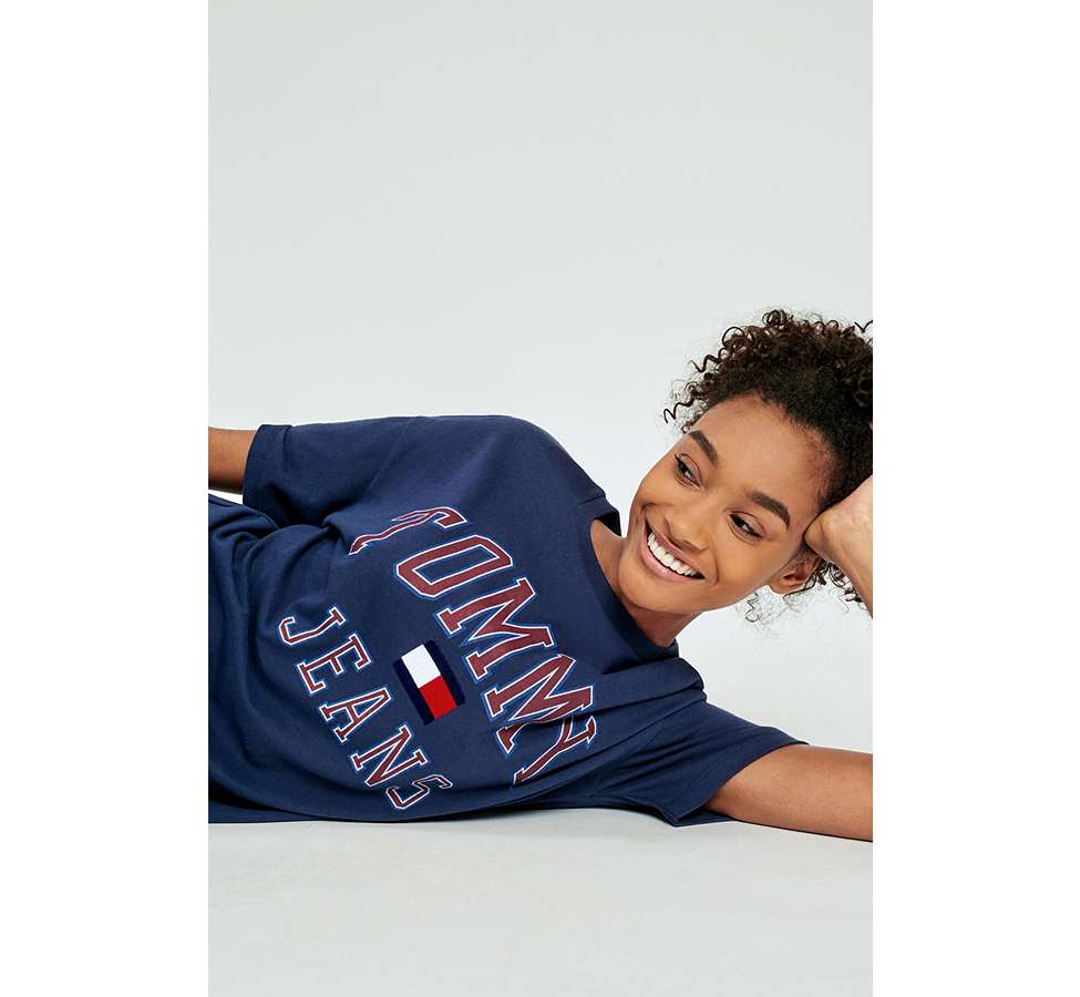 Slide View: 1: Tommy Jeans '90s Navy Logo T-Shirt