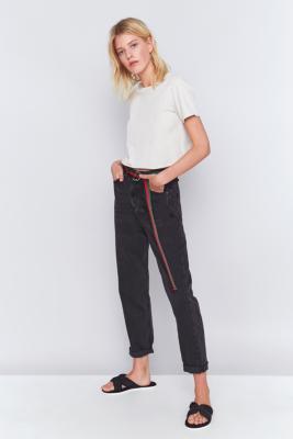 bdg mom jeans in verwaschenem schwarz urban outfitters. Black Bedroom Furniture Sets. Home Design Ideas