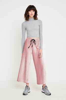 Light Before Dark - Light Before Dark Pink Velvet Plisse Culotte Trousers, Pink