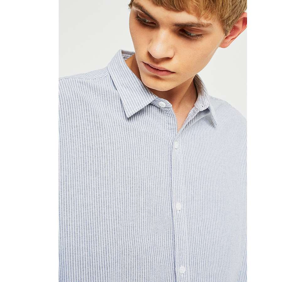 Slide View: 6: Shore Leave by Urban Outfitters - Chemise Oxford bleue rayée