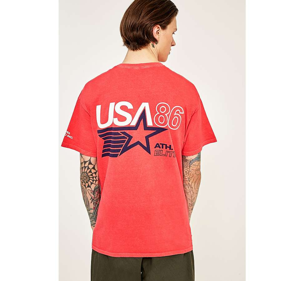 "Slide View: 1: Urban Outfitters – T-Shirt ""Athletic"" in Rot"