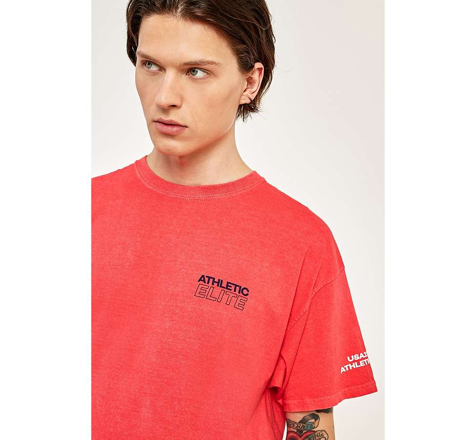"Slide View: 4: Urban Outfitters – T-Shirt ""Athletic"" in Rot"