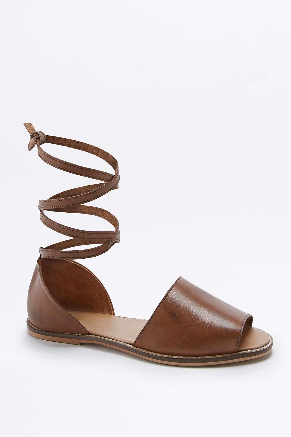 """Sandalen """"Cristy"""" in Hellbraun mit hohem Schuhblatt und Knöchelschnürung 55 € 19 €"""