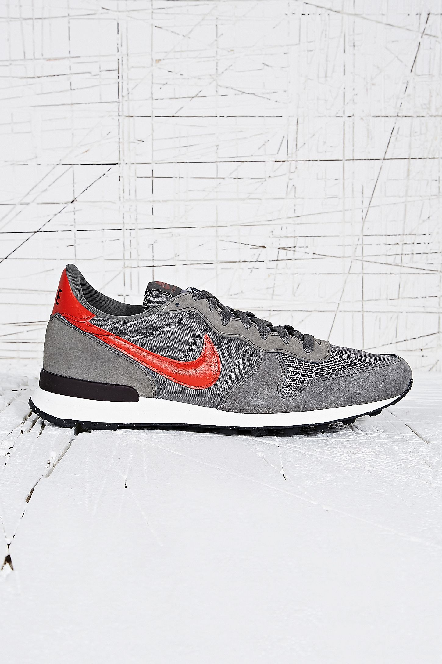 official photos 0be9a ebf71 ... Nike Internationalist Mid Womens Trainers  Double Tap to Zoom ...