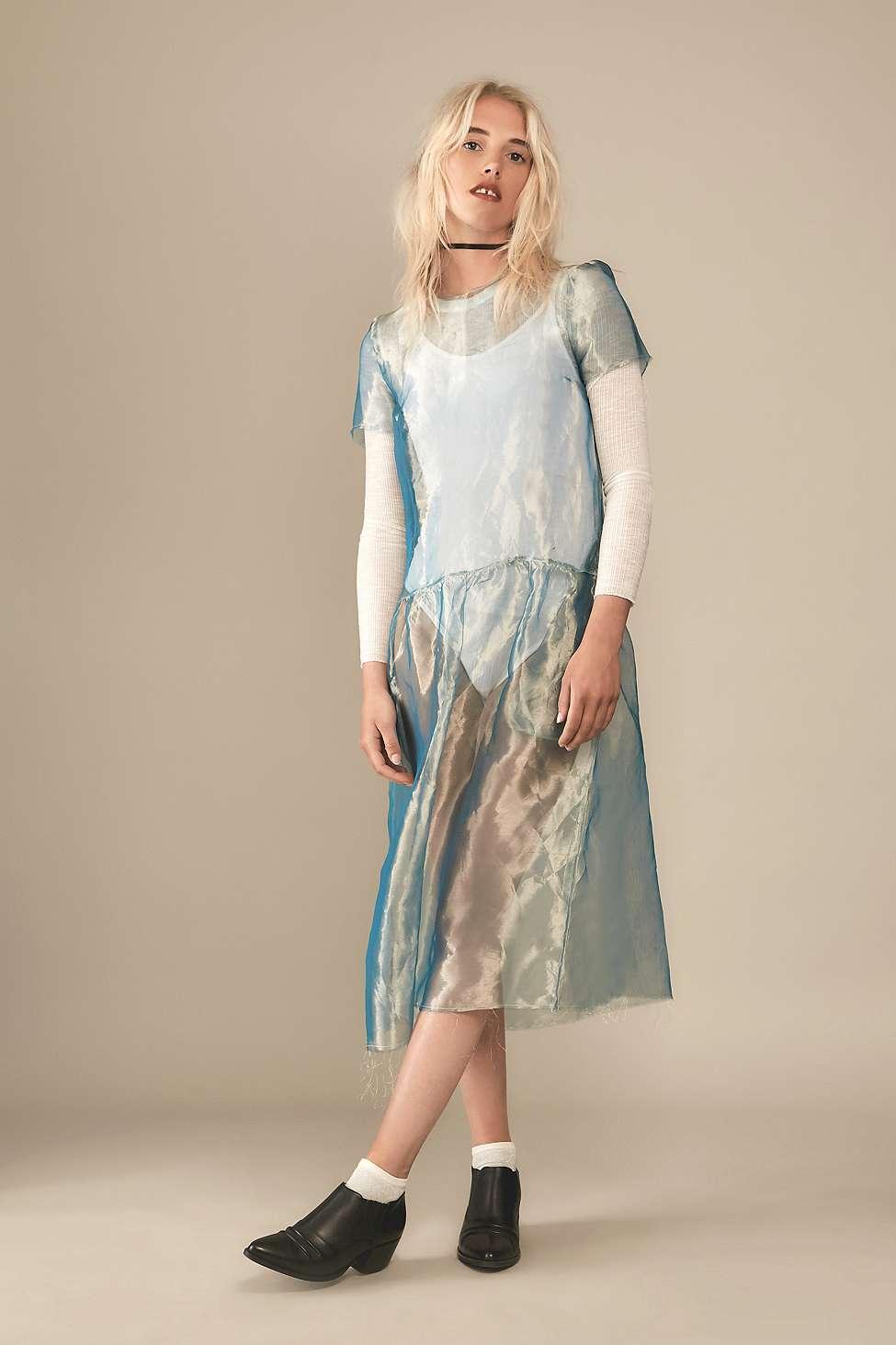 Robe mi-longue en organza turquoise