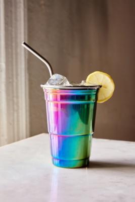 partybecher-mit-regenbogendesign