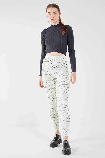 "Slide View: 3: Out From Under – Leggings ""All Wrapped Up"" mit Print"
