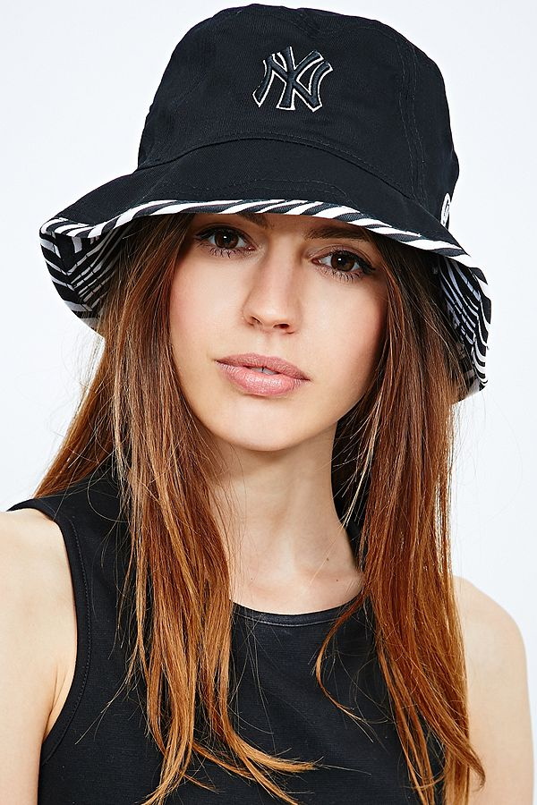 d0e6914ef22 New Era NY Yankees Sneakout Bucket Hat in Black