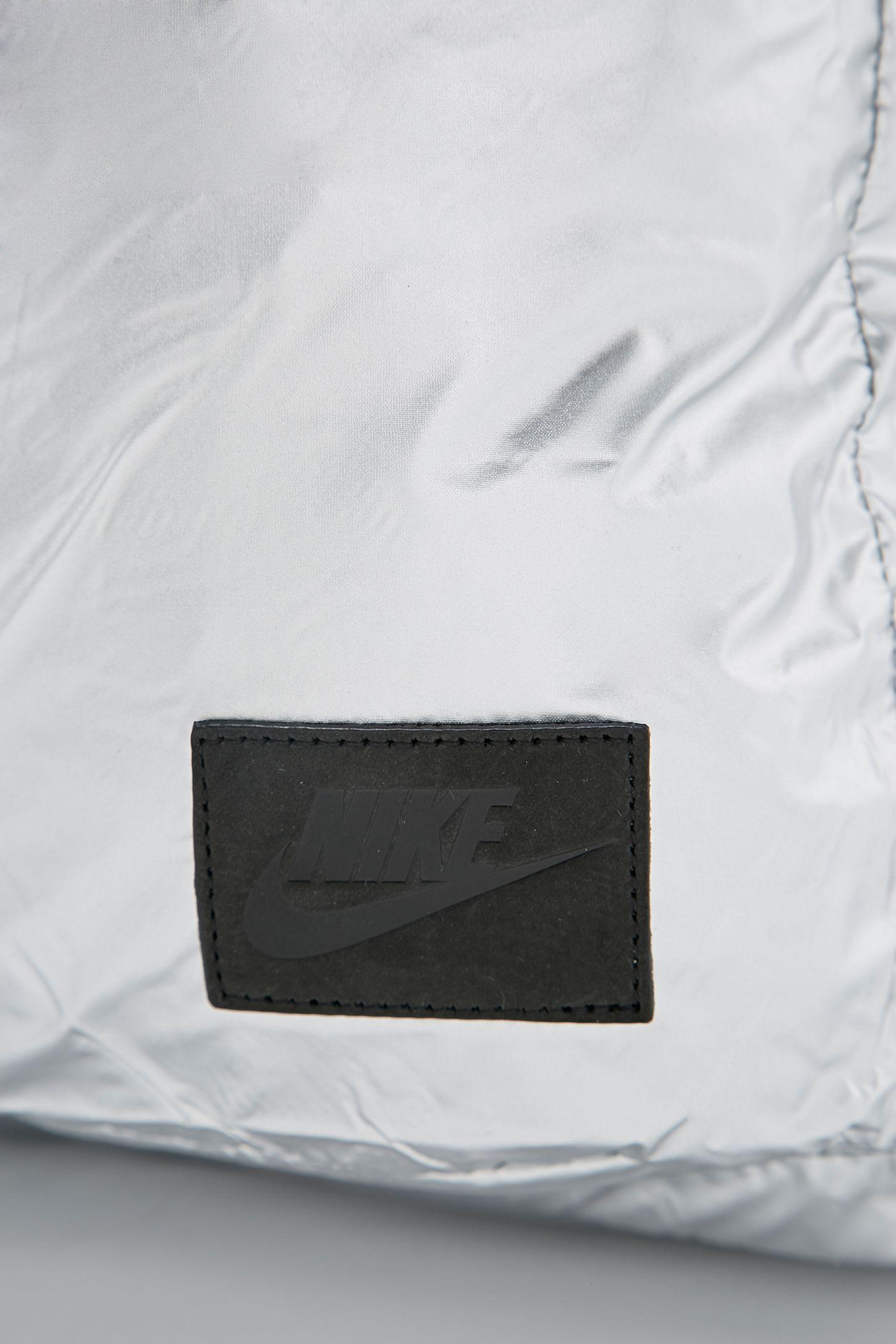757167417c96 Slide View  6  Nike Metallic London Tote Bag in Silver