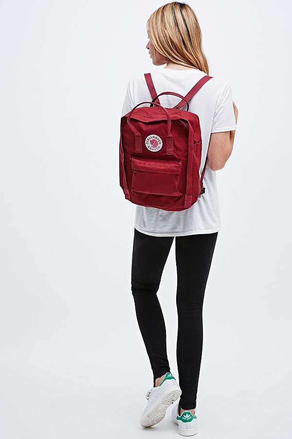 fjallraven sac dos kanken classique rouge bordeaux urban outfitters. Black Bedroom Furniture Sets. Home Design Ideas