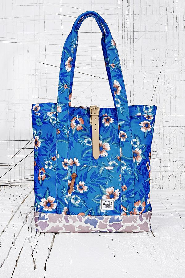 a5387fc0fda Herschel Market Tote Bag in Paradise Print   Urban Outfitters UK